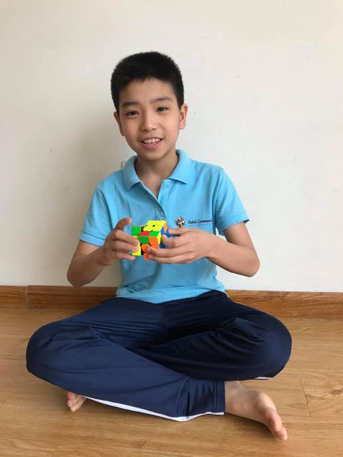 Ngoài rubik, Khánh còn chơi tốt piano, guitar, bơi, bóng bàn, bóng đá, cầu lông và trượt patin. Ảnh: Bình Minh.