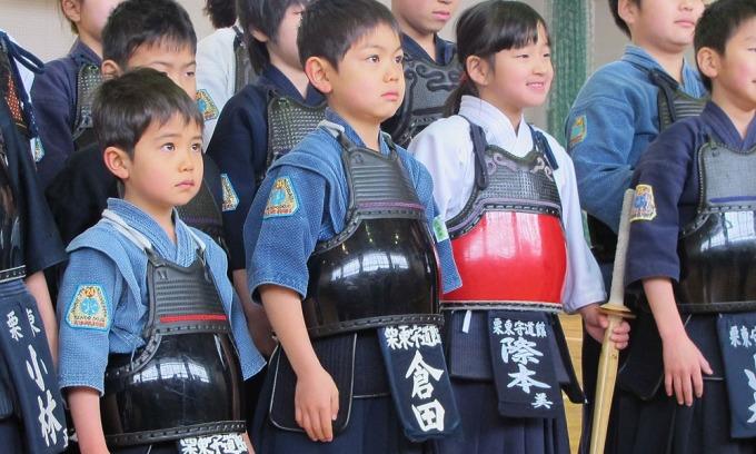 Đấu kiếm là một môn thể thao được giảng dạy trong nhiều trường học của Nhật Bản. Ảnh: Tozando.