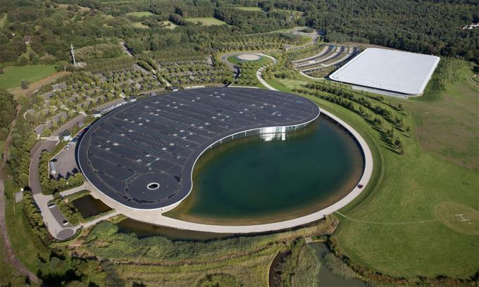 Khu tổ hợp từng của McLaren nhìn từ trên cao với thiết kế biểu tượng âm dương. Ảnh: McLaren