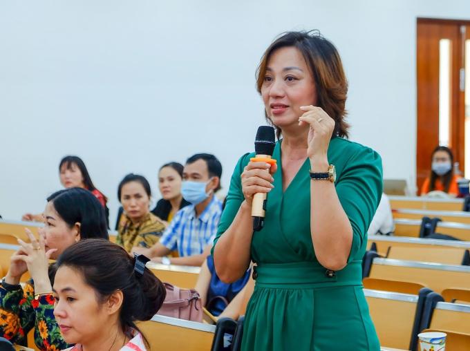 Chị Bích Châu chia sẻ môi trường giáo dục tại THPT FPT Cần Thơ giúp con của cô trưởng thành hơn.