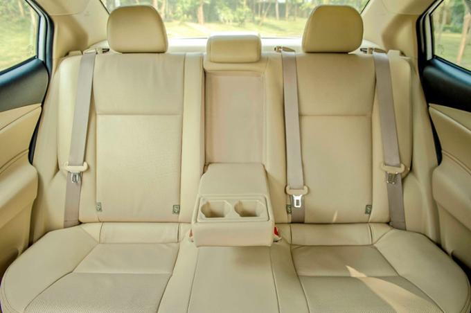 Hàng ghế sau trên Toyota Vios mới.