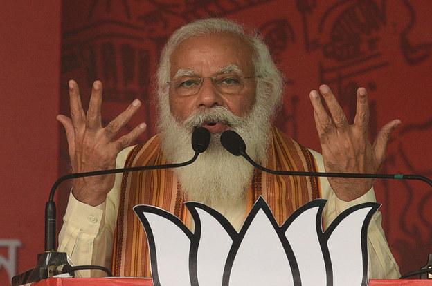 Thủ tướng Ấn Độ Narendra Modi phát biểu ở Barasat, bang Tây Bengal, hôm 12/4. Ảnh: Reuters.