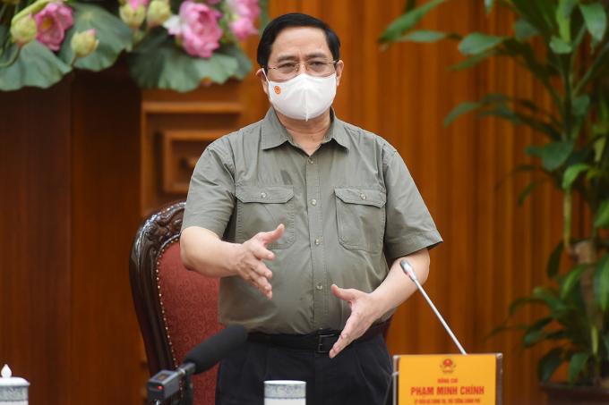 Thủ tướng Phạm Minh Chính chủ trì họp khẩn về phòng chống Covid-19, sáng 2/5. Ảnh: VGP