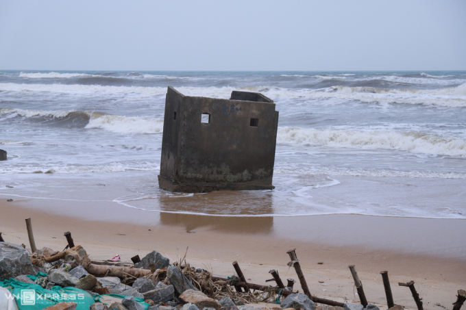 Khu vực bờ biển thôn Tân An nơi Nhã gặp nạn từng bị sạt lở nặng. Ảnh: Võ Thạnh