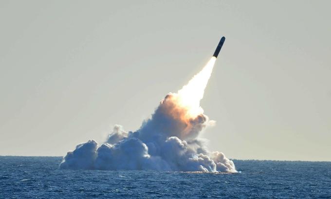 Tàu ngầm Trung Quốc mang tên lửa tầm bắn bao phủ Mỹ