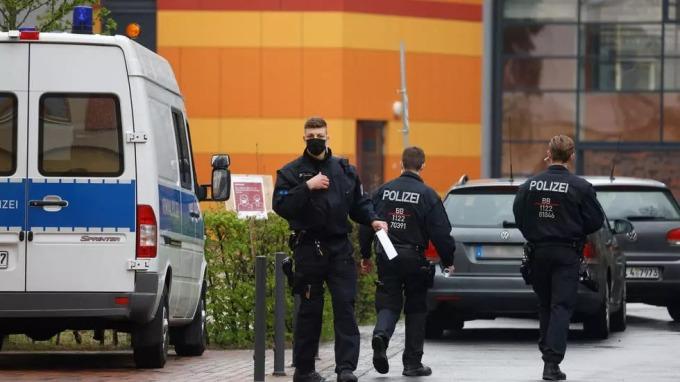 Cảnh sát Đức trong một chiến dịch hôm 29/4 tại thành phố Potsdam, thủ phủ của bang Brandenburg. Ảnh: AFP