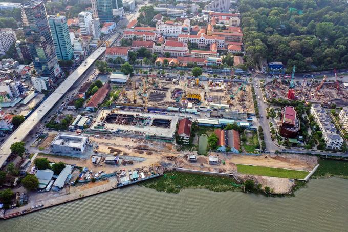 Ga nằm sâu dưới khu phức hợp Ba Son, gần sông Sài Gòn. Ảnh: Quỳnh Trần.