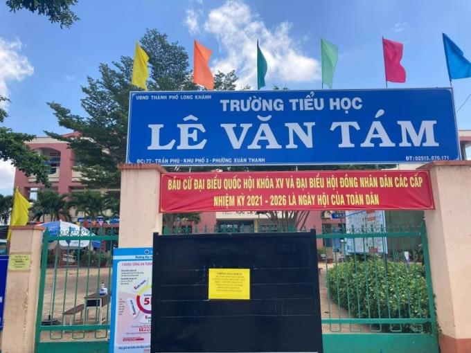 Trường Lê Văn Tám đóng cửa ngày 5/5 do có học sinh là F1 của ca nghi nhiễm ở TP Long Khánh (Đồng Nai). Ảnh: Phước Tuấn.