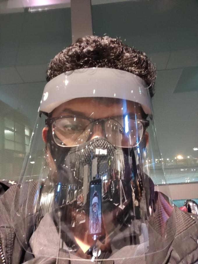 Jagdish Mahendiran tại sân bay Chennai ngày 23/4, truowsc khi trải qua 88 tiếng bay khứ hồi bất đắc dĩ giữa Chennai và Bangkok. Ảnh nhân vật cung cấp.