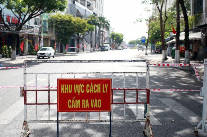Khu vực đường Đống Đa, nơi có vũ trường New Phương Đông, đã được cách ly ngày 6/5. Ảnh: Nguyễn Đông.