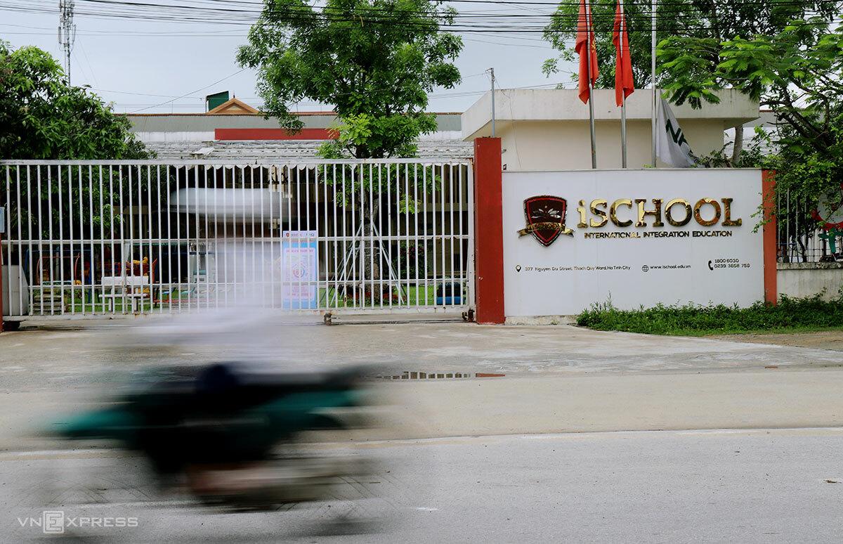 Trường học đóng cửa, hoãn thi do Covid-19