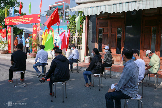 Cử tri Đà Nẵng diễn tập bầu cử, chiều 9/5. Ảnh: Nguyễn Đông
