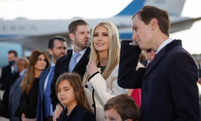 Các con của cựu tổng thống Trump trong buổi lễ chia tay ông kết thúc nhiệm kỳ ở căn cứ không quân Andrews hôm 20/1. Ảnh: AFP.