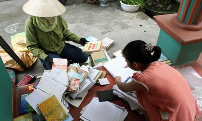 Sách giáo khoa 600 nghìn đồng đem bán giấy vụn