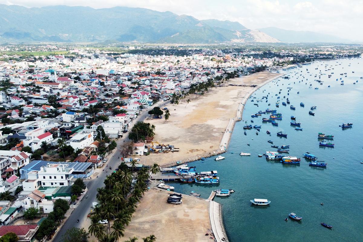 'Khánh Hòa lấy kinh tế biển làm trọng tâm phát triển'