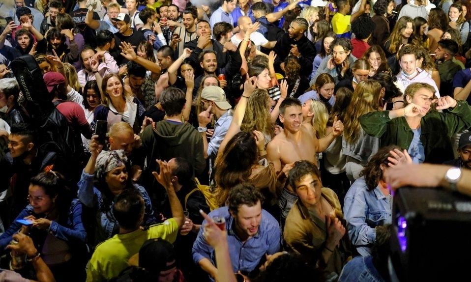 Tây Ban Nha chỉ trích nhau sau tiệc mừng dỡ phong tỏa