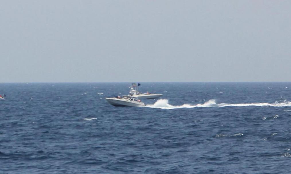 Tuần duyên Mỹ nổ 30 phát súng cảnh cáo tàu Iran