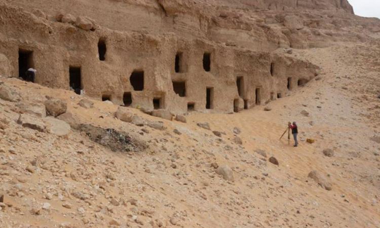 Ai Cập khai quật 250 lăng mộ đá hàng nghìn năm tuổi