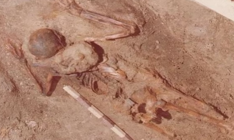 Hài cốt người lính chết trong thảm họa núi lửa