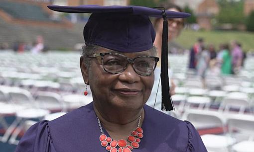 Cụ bà 78 tuổi tốt nghiệp đại học