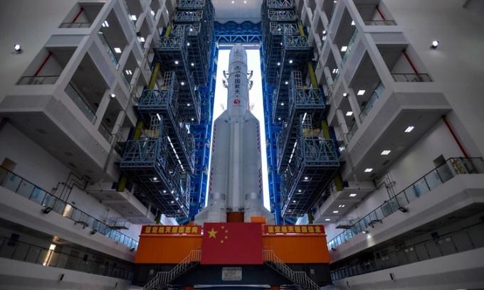 Tàu Thiên Vấn 1 chuẩn bị được phóng ở Văn Xương hồi tháng 7 năm ngoái. Ảnh: AFP.
