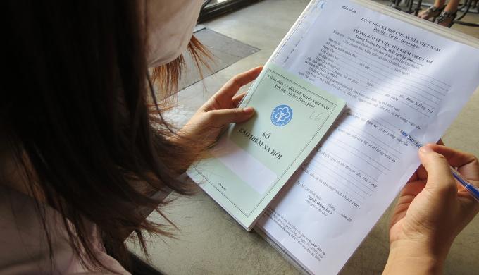 Theo quy định, người lao động nghỉ việc một năm có thể làm thủ tục nhận bảo hiểm thất nghiệp. Ảnh: Lê Tuyết.