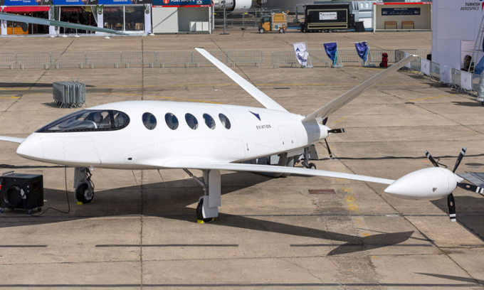 An electric plane carrying a battery weighing nearly 4 tons is about to be tested