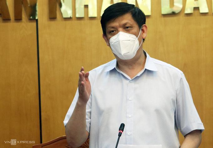 Ông Nguyễn Thanh Long dẫn đầu đoàn công tác Bộ Y tế làm việc với Bắc Giang, sáng 18/5. Ảnh:Võ Hải
