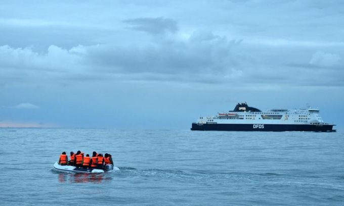 Người di cư vượt biển đến Anh năm 2020. Ảnh: AFP.