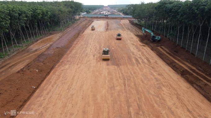 Cao tốc Bắc Nam đoạn Phan Thiết - Dầu Giây đang thi công. Ảnh: Phước Tuấn.