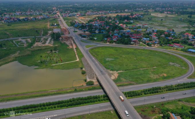 Nút giao Yên Bình trên cao tốc Hà Nội-Thái Nguyên kết nối với đường Vành đa 5 thủ đô đang được xây dựng và dự kiến sẽ kết nối với tuyến đường 3.800 tỷ Thái Nguyên sắp đầu tư xây dựng. Ảnh: Giang Huy