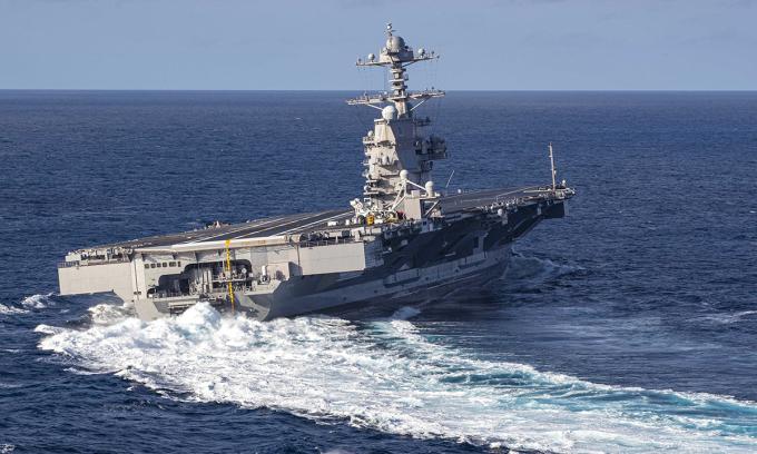 Tàu sân bay USS Gerald R. Ford ngoặt gấp trong đợt thử nghiệm trên Đại Tây Dương, tháng 10/2019. Ảnh: US Navy.