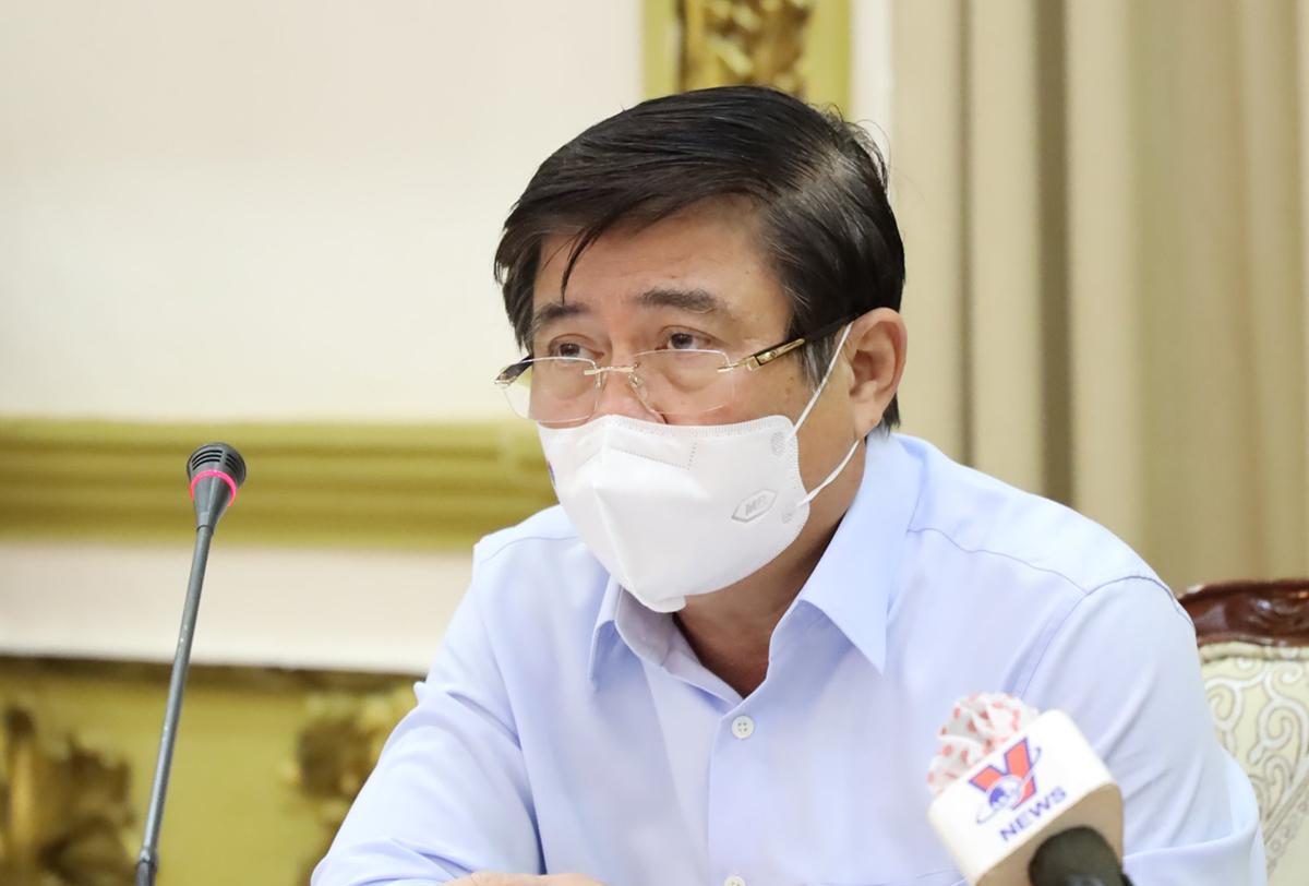 Chủ tịch UBND TP HCM Nguyễn Thành Phong chủ trì cuộc họp trưa 27/5. Ảnh: Trung tâm Báo chí TP HCM.