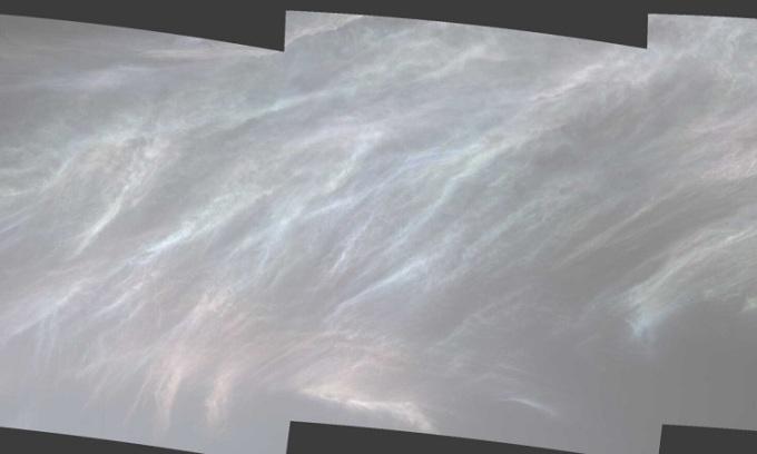 Mây xà cừ trong ảnh chụp bởi robot Curiosity. Ảnh: NASA.
