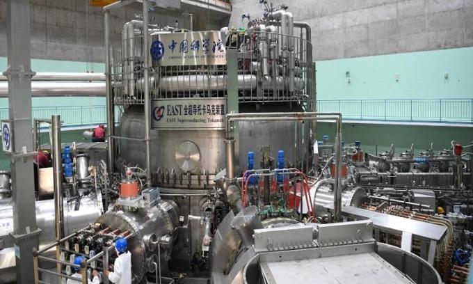 Mẫu thử nghiệm lò phản ứng siêu dẫn tiên tiến (EAST). Ảnh: Xinhua.