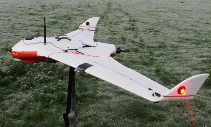 Mẫu drone phóng điện vào đám mây. Ảnh: Đại học Reading.