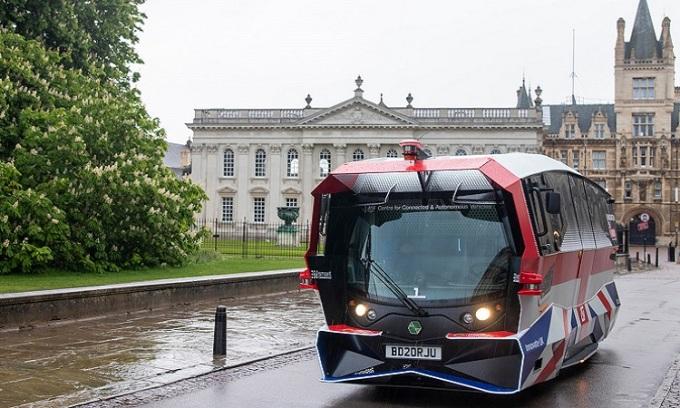 Xe buýt tự lái trên đường chạy thử nghiệm. Ảnh: Greater Cambridge Partnership.