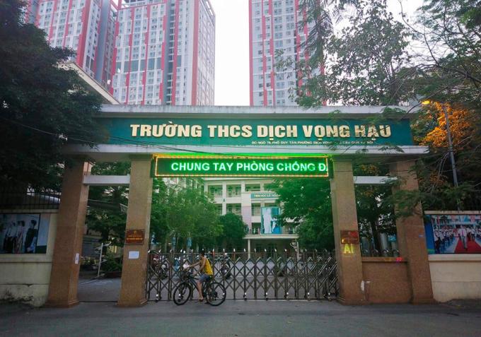 Trường học ở Hà Nội đóng cửa từ ngày 4/5 đến nay. Ảnh: Dương Tâm.
