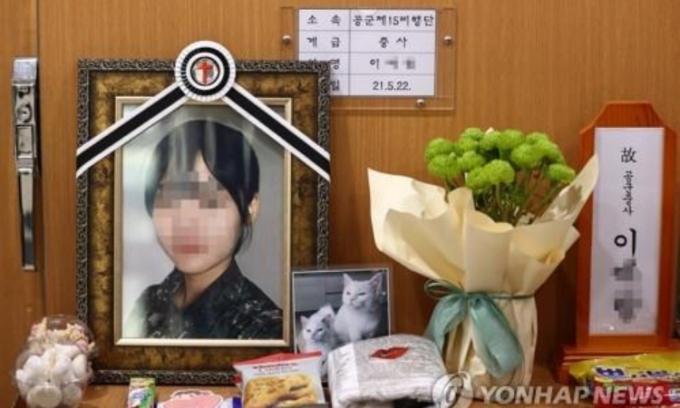 Di ảnh nạn nhân tại bệnh viện của lực lượng vũ trang ở thành phố Seongnam, tỉnh Gyeonggi, Hàn Quốc, hôm 2/6. Ảnh: Yonhap.