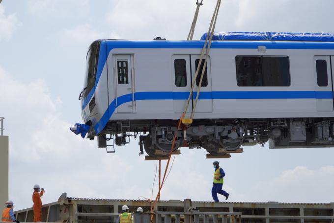 Đoàn tàu thứ 2 tuyến Metro Số 1 đưa về cảng Khánh Hội (quận 4) ngày 10/5/2021. Ảnh: Gia Minh.
