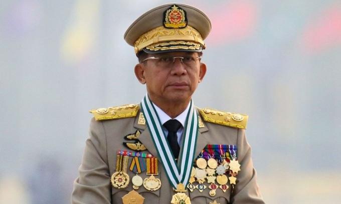 Tổng tư lệnh quân đội Myanmar, thống tướng Min Aung Hlaing, chủ trì cuộc duyệt binh nhân Ngày Lực lượng Vũ trang ở thủ đô Naypyitaw hồi tháng 3. Ảnh: Reuters.