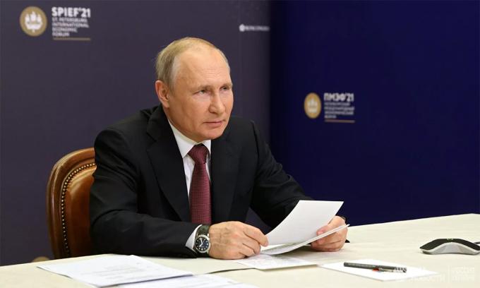 Tổng thống Nga Vladimir Putin tại cuộc họp báo của Diễn đàn Kinh tế Quốc tế St. Petersburg ngày 4/6. Ảnh: RIA Novosti.