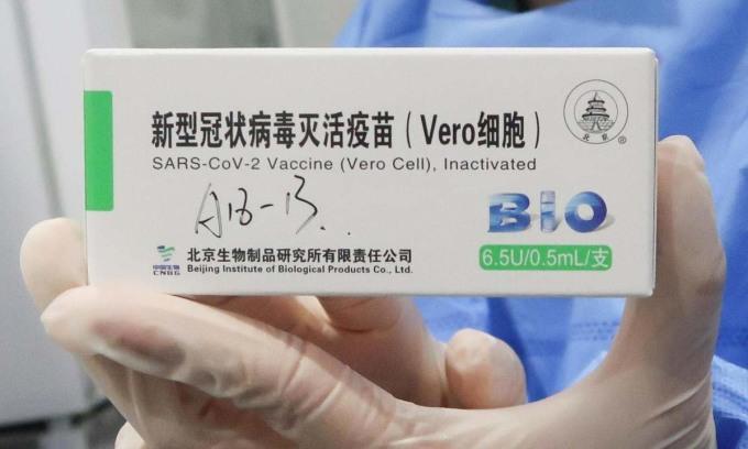 Một hộp vaccine Covid-19 của tập đoàn Trung Quốc Sinopharm tại trung tâm tiêm chủng ở Bắc Kinh hôm 15/4. Ảnh: Reuters.