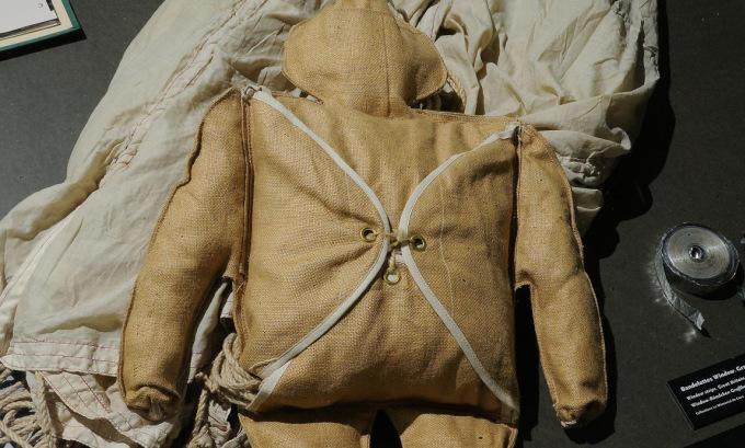 Một hình nộm Rupert được sử dụng trong chiến dịch Titanic. Ảnh: Memorial Caen.
