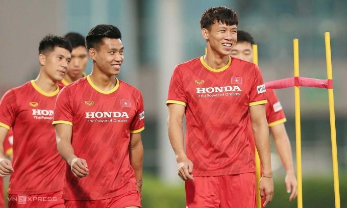 Đội tuyển Việt Nam vẫn giữ đỉnh bảng G, nhưng ít nhất cần thắng Indonesia và Malaysia. Ảnh: Lâm Thoả