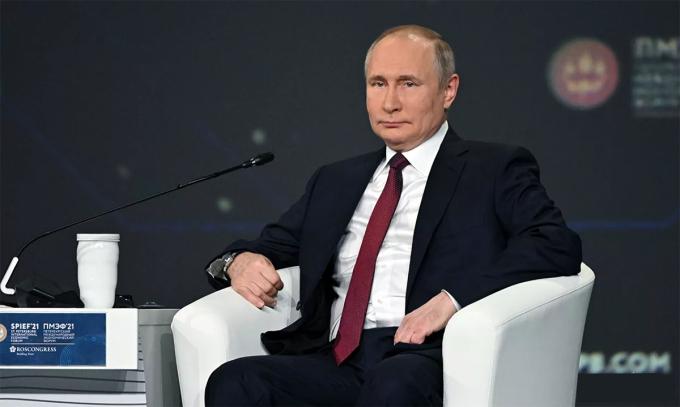 Tổng thống Nga Vladimir Putin tại Diễn đàn Kinh tế Quốc tế St. Petersburg ngày 4/6. Ảnh: RIA Novosti.