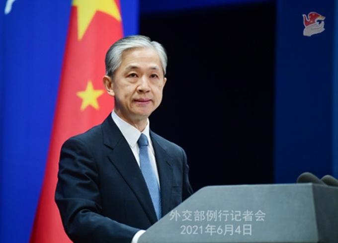 Phát ngôn viên Bộ Ngoại giao Trung Quốc Uông Văn Bân tại cuộc họp báo ở Bắc Kinh hôm 4/6. Ảnh: Bộ Ngoại giao Trung Quốc.
