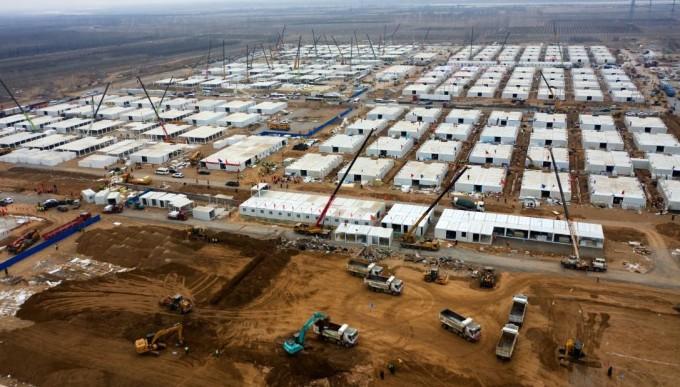 Trung tâm cách ly tập trung dã chiến dành cho F1 tại tỉnh Hà Bắc, Trung Quốc được xây dựng thần tốc vào tháng 1. Ảnh: Xinhua.