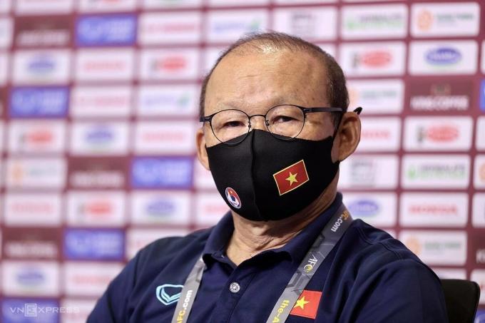 HLV Park Hang-seo chia sẻ với truyền thông trước trận đấu với Indonesia. Ảnh: Lâm Thoả.