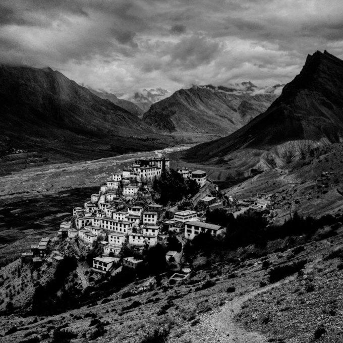 Một tu viện Phật Giáo cổ nằm tại thung lung Spiti, Himalaya. Mỗi năm, khu vực này sẽ hoàn toàn bị cô lập với thế giới bên ngoài bởi tuyết phủ trong suốt 6 tháng.